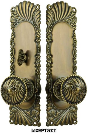 Victorian-Corbin-Roanoke-Door-Plate-Passage-Set-with-Locking-Turnlatch-(L109PTSET)