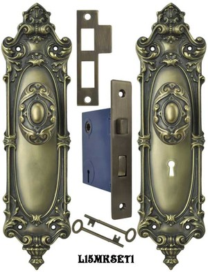 Victorian Rococo Yale Pattern set with Locking Keyed Mortise (L15MKSET1)
