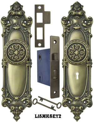Victorian Rococo Yale Pattern with Gothic Knob Set with Locking Keyed Mortise (L15MKSET2)