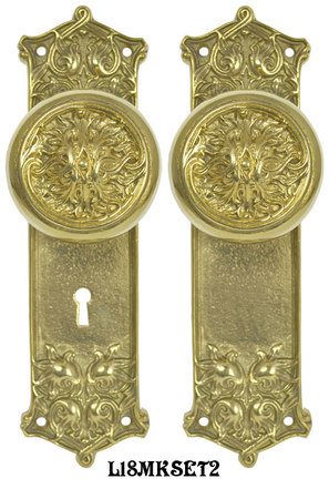 Victorian-Scroll-Pattern-Door-Plate-Set-with-Fancy-Scroll-Design-Doorknobs-and-Locking-Keyed-Mortise-(L18MKSET2)