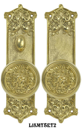 Victorian-Scroll-Pattern-Door-Plate-Privacy-Set-with-Fancy_Scroll_Design-Doorknobs-and-Locking-Turnlatch-Mortise-(L18MTSET2)