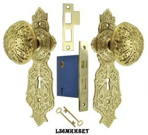 Eastlake-Door-Plate-Set-with-Locking-Keyed-Mortise-Polished-Unlacquered-Brass-(L36MKKSET-PB)